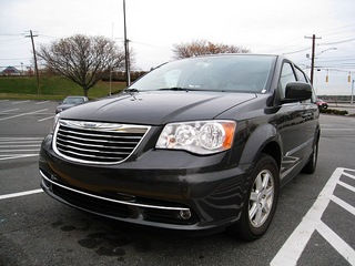 Chrysler Town and Country (USA).jpg